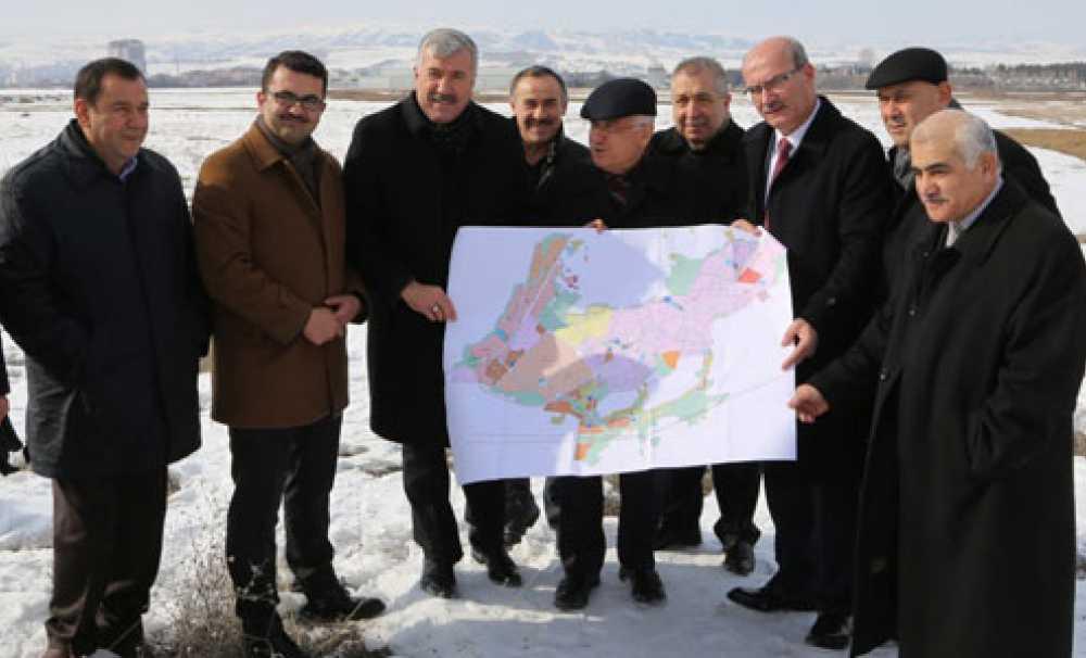 ATO Başkanı Gürsel Baran Fuar alanı için kolları sıvadı
