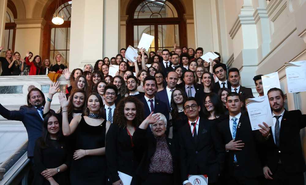 Edinburgh Dükü Uluslararası Gençlik Ödül Programı TİKAV ile Anadolu gençlerine yayılıyor