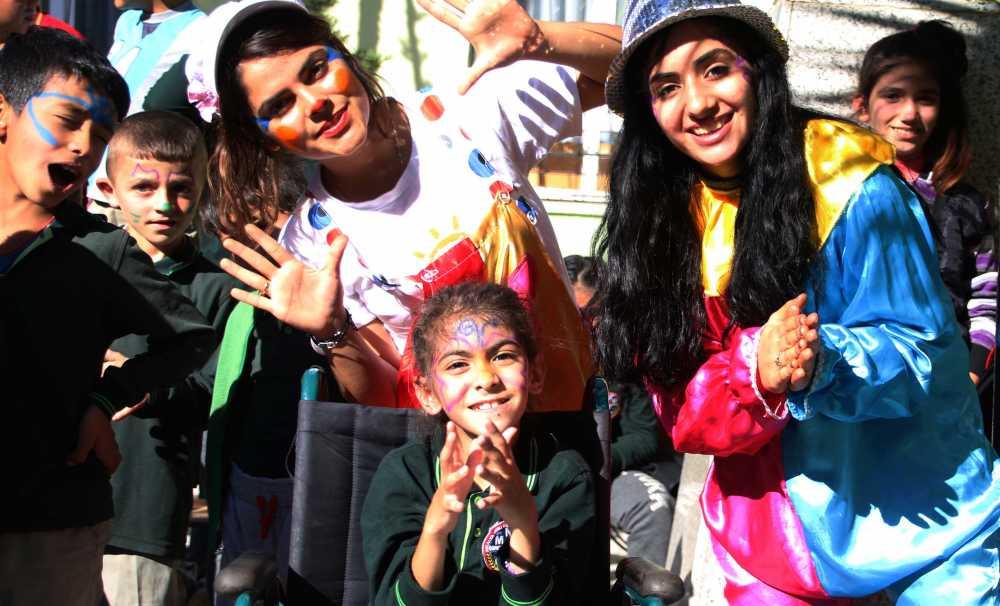 'Şeker Portakalı Çocuk Etkinlik Aracı' ilçe ilçe dolaşarak çocukları eğlendiriyor