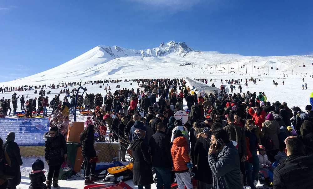 Erciyes Hafta Sonu 53 Şehirden 90 Bin Ziyaretçi Ağırladı
