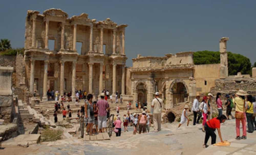 İzmir'de herkese uygun gezi rotaları tatilcileri bekliyor!