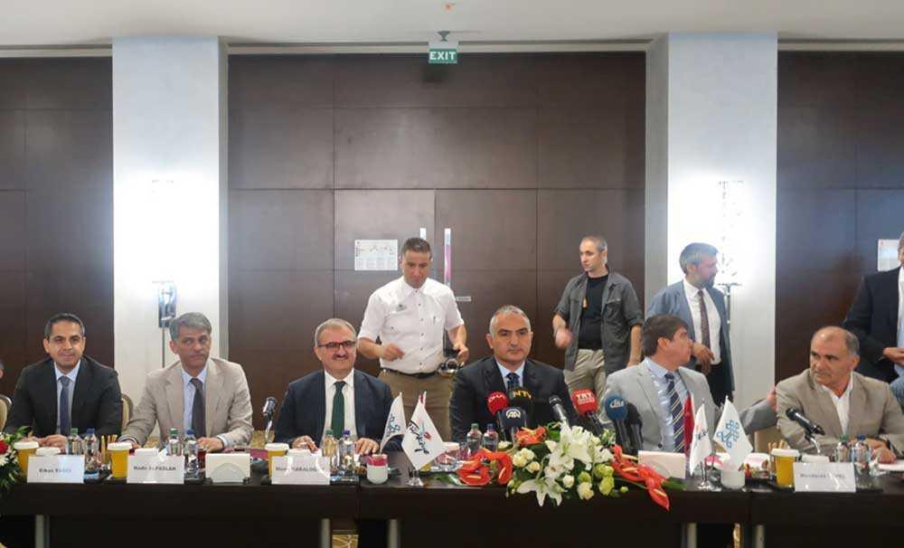 Kültür ve Turizm Bakanı Mehmet Ersoy sektör temsilcileri ile Antalya'da bir araya geldi