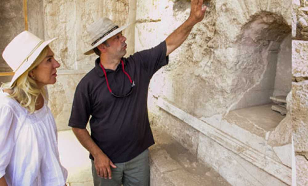 Metropolis Antik Kenti Kazılarında Cam Üretim Fırını Ortaya Çıkartıldı
