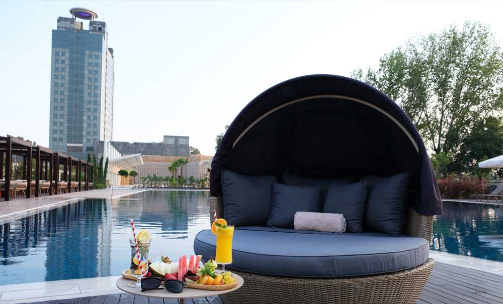 Adana HiltonSA'da Riverside havuzu açıldı