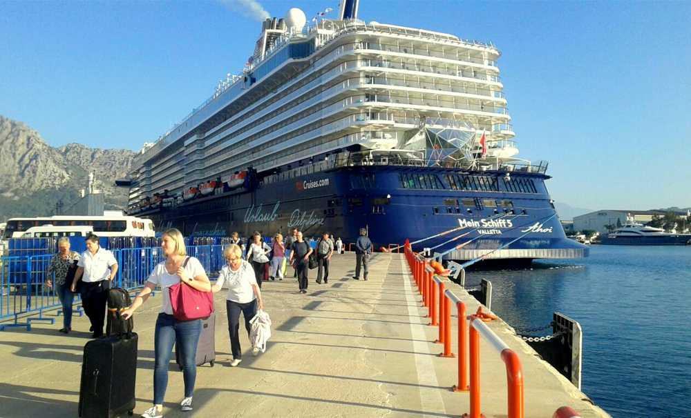 Port Akdeniz Mein Schiff 5 adlı gemiyi ağırladı