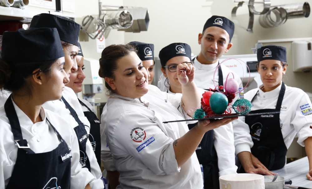 Tüm Dünyada Geçerli Bir Kariyer için Chef's Table Mutfak Akademisi Profesyonel Eğitimleri