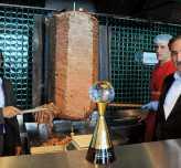 Antalyalı dönerci Cenevre'de altın ödülünü aldı